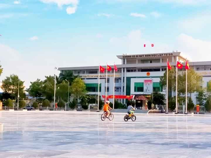 Quang truong trung tam Thanh pho Di An - Những yếu tố thuận lợi khi sinh sống ở khu trung tâm hành chính
